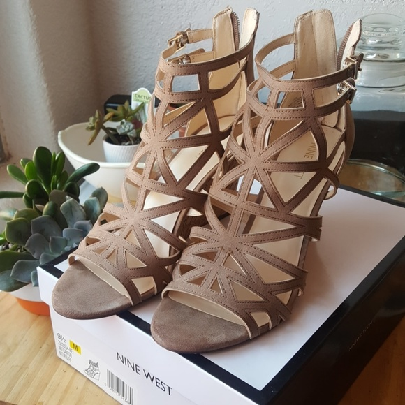 Nine West Shoes - Nine West canyon wedge 9.5 tan